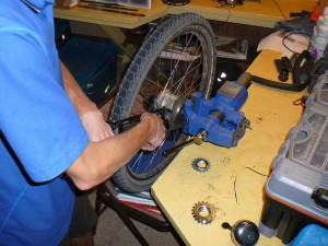 Removing a Rohloff sprocket is notoriously difficult.
